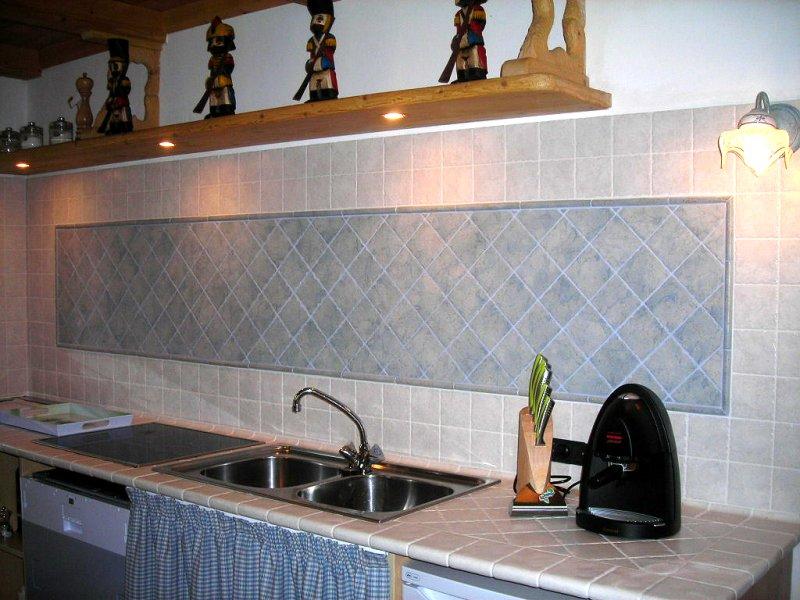 Cavada luigino fornitura e posa ceramiche e piastrelle - Posa piastrelle cucina ...